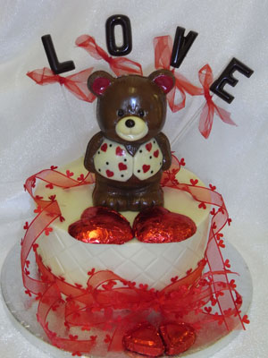 a picture of chocolate Valentine bear car on single tier