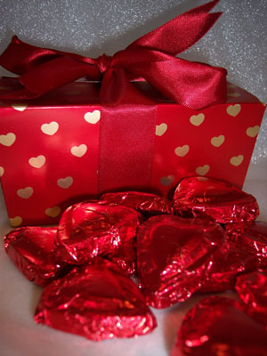 a picture of foil wrapped hearts in a round box